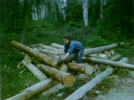 Peeling the logs that will be used on the cabin.